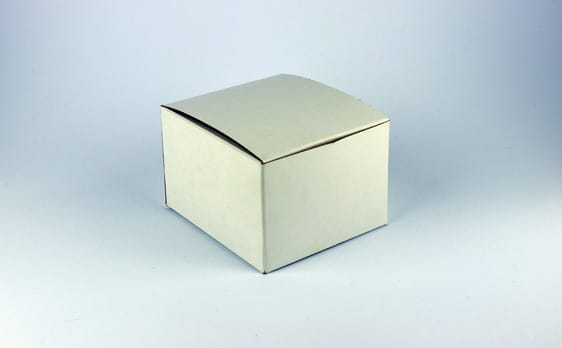 Universal automatic cellophane wrapper for boxes and square products